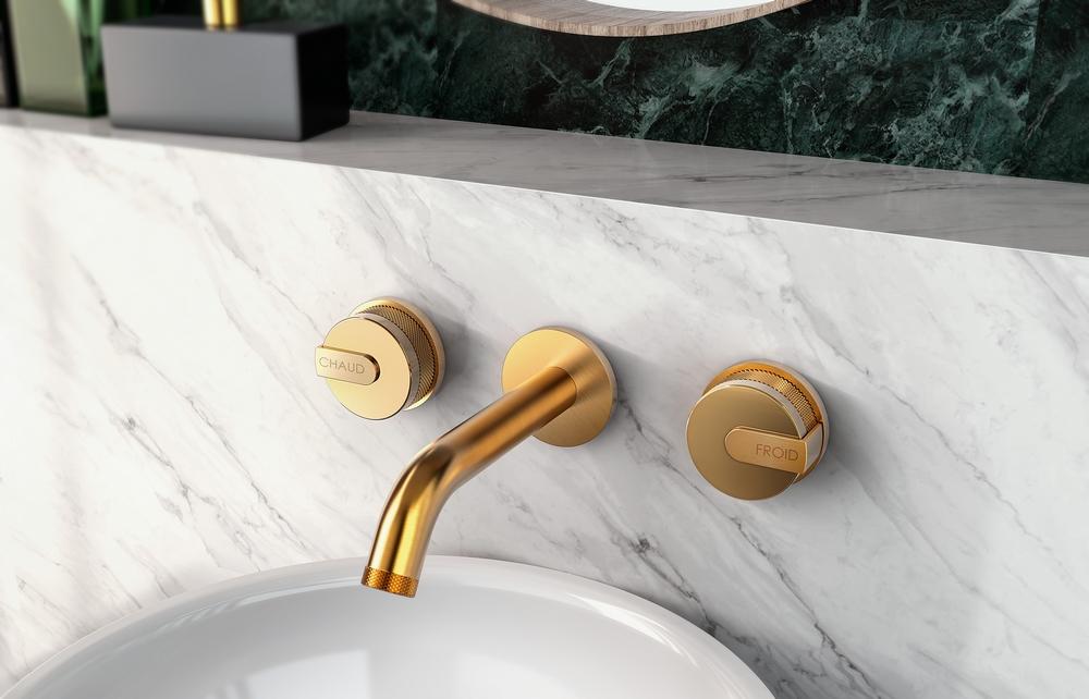 robinet doré salle de bain moderne